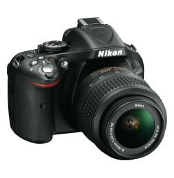 Reflex Nikon D5200 + Objectif AF-S DX Nikkor 18-55mm f/3.5-5.6G VR